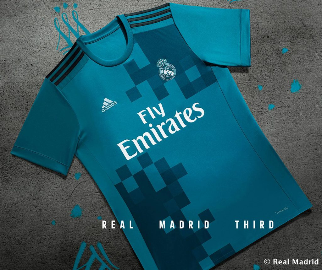 the latest eb182 0dc69 VIDEO: Fan presents new third kit to Real Madrid players