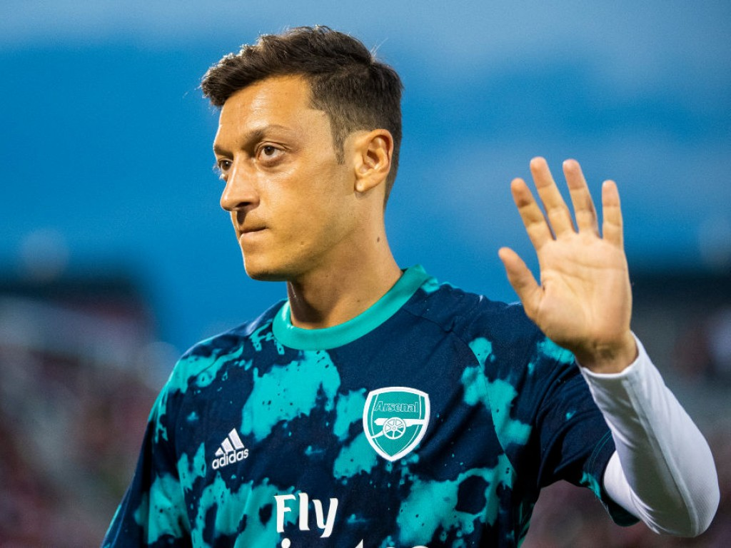 🚨 Mesut Özil makes first appearance as Arsenal face Watford