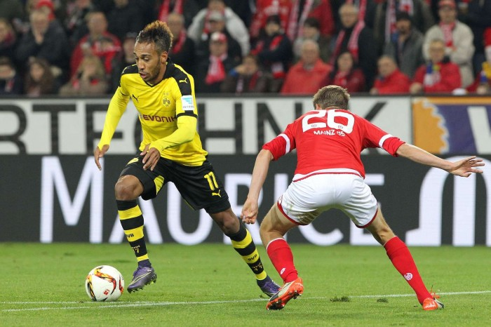 Dortmund's Gabonese striker Pierre-Emerick Aubameyang (L) and Mainz' defender Niko Bungert vie for the ball during the German first division Bundesliga football match FSV Mainz 05 vs Borussia Dortmund in Mainz, western Germany, on October 16, 2015. AFP PHOTO / DANIEL ROLAND RESTRICTIONS: DURING MATCH TIME: DFL RULES TO LIMIT THE ONLINE USAGE TO 15 PICTURES PER MATCH AND FORBIDS IMAGE SEQUENCES TO SIMULATE VIDEO. == RESTRICTED TO EDITORIAL USE == FOR FURTHER QUERIES PLEASE CONTACT DFL DIRECTLY AT + 49 69 650050. (Photo credit should read DANIEL ROLAND/AFP/Getty Images)