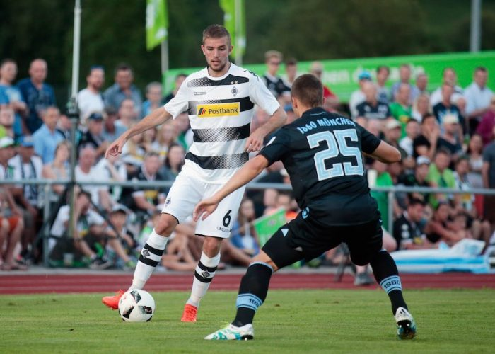 ROTTACH-EGERN, GERMANY - JULY 20: Christoph Kramer (L) of Moenchengladbach fights for the ball with Eric Weeger of Muenchen during the friendly match between Borussia Moenchengladbach and TSV 1860 Muenchen on July 20, 2016 in Rottach-Egern, Germany. (Photo by Johannes Simon/Bongarts/Getty Images)