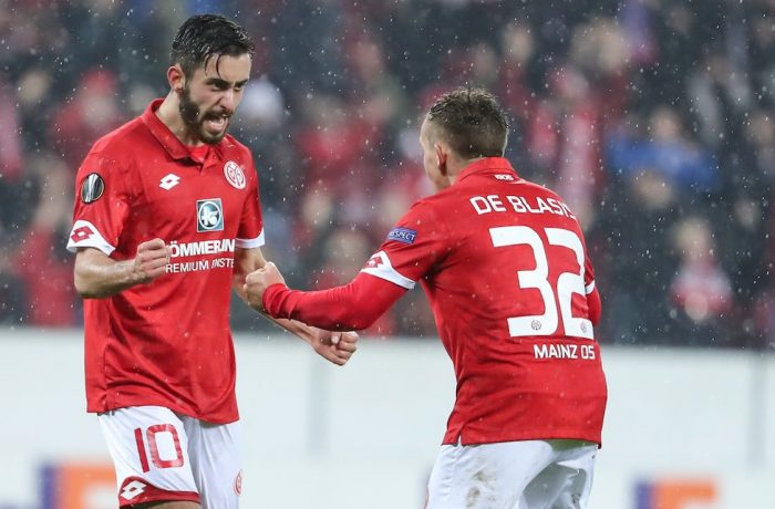 MAINZ, GERMANY - OCTOBER 20: Yunus Malli of Mainz celebrates his team's first goal with team mate Pablo de Blasis (R) during the UEFA Europa League match between 1. FSV Mainz 05 and RSC Anderlecht at Opel Arena on October 20, 2016 in Mainz, Rhineland-Palatinate. (Photo by Simon Hofmann/Bongarts/Getty Images)