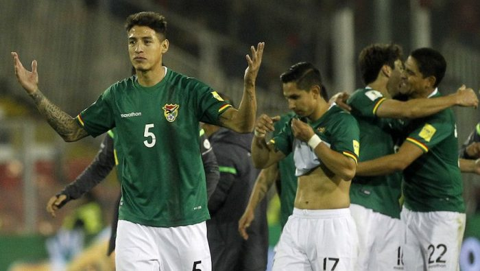 Bolivia's Nelson Cabrera (L) and teammates celebrate after tying with Chile 0-0 in a Russia 2018 World Cup football qualifier match in Santiago, on September 6, 2016. / AFP / Claudio Reyes (Photo credit should read CLAUDIO REYES/AFP/Getty Images)