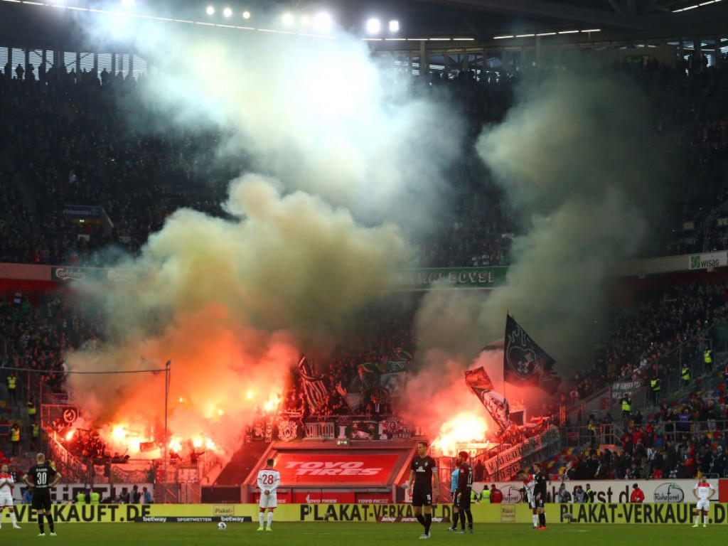 🔥 Werder-Fans sorgen für schlechte Sicht in Düsseldorf