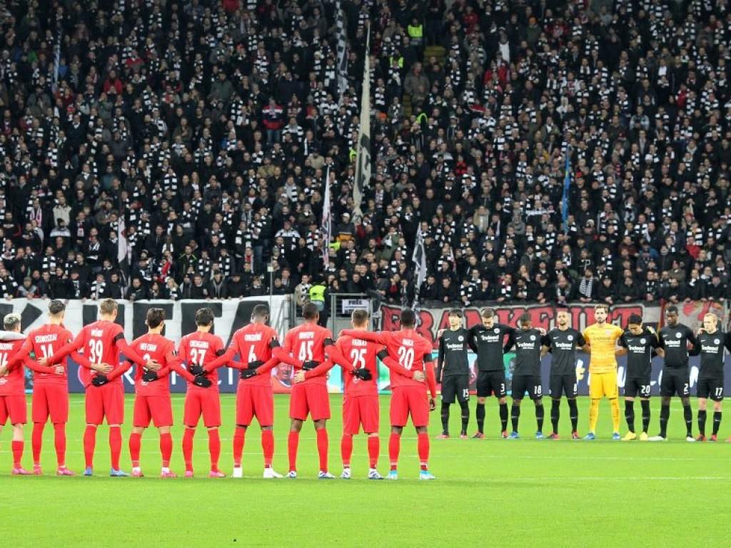 📸 RB entschuldigt sich für Störung der Schweigeminute in Frankfurt