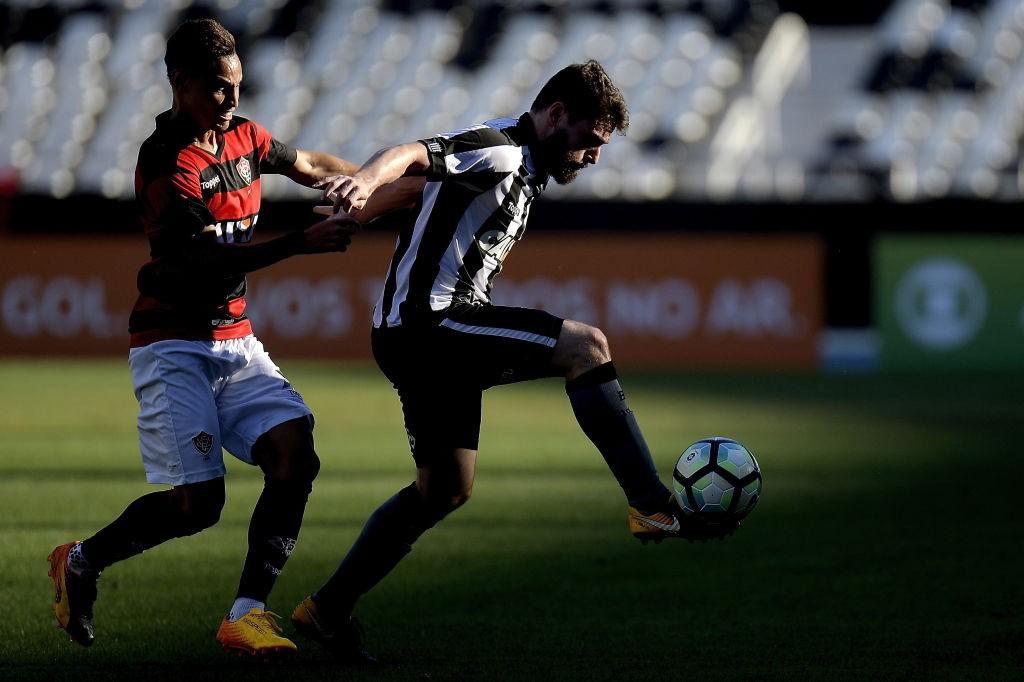 Botafogo-v-Vitoria-Brasileirao-Series-A-2017-1544833827.jpg