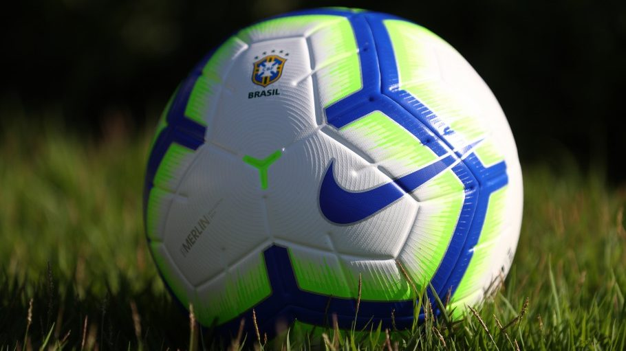 CBF e Nike apresentaram nesta sexta-feira a bola que será usada no  Campeonato Brasileiro e Copa do Brasil de 2019. 8ceee44172fde