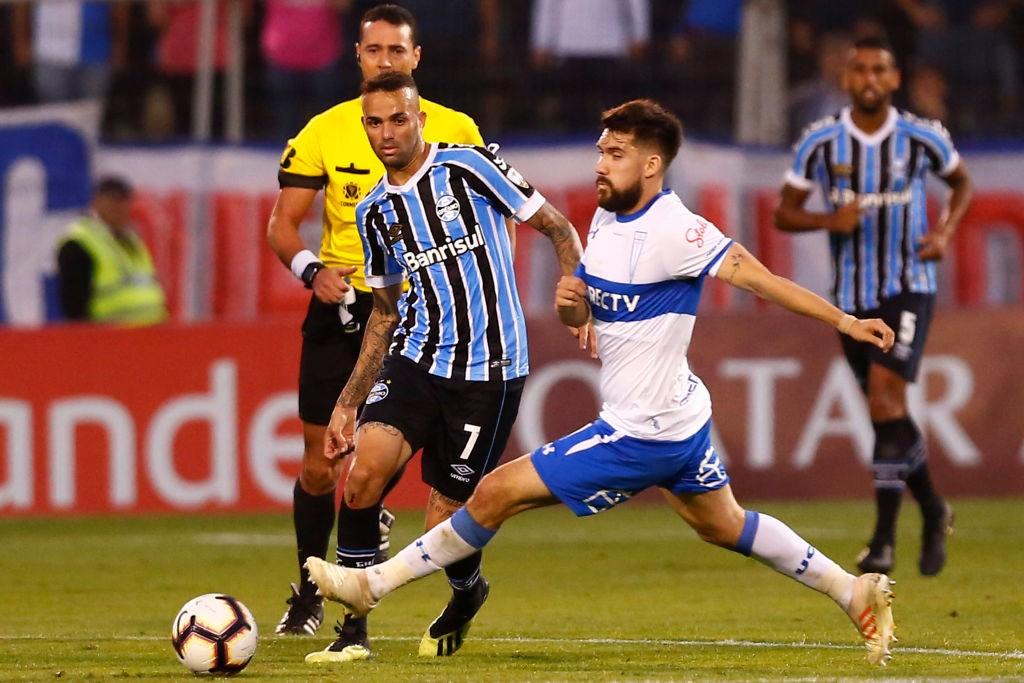 Universidad-Catolica-v-Gremio-Copa-CONMEBOL-Libertadores-2019-1559596956.jpg