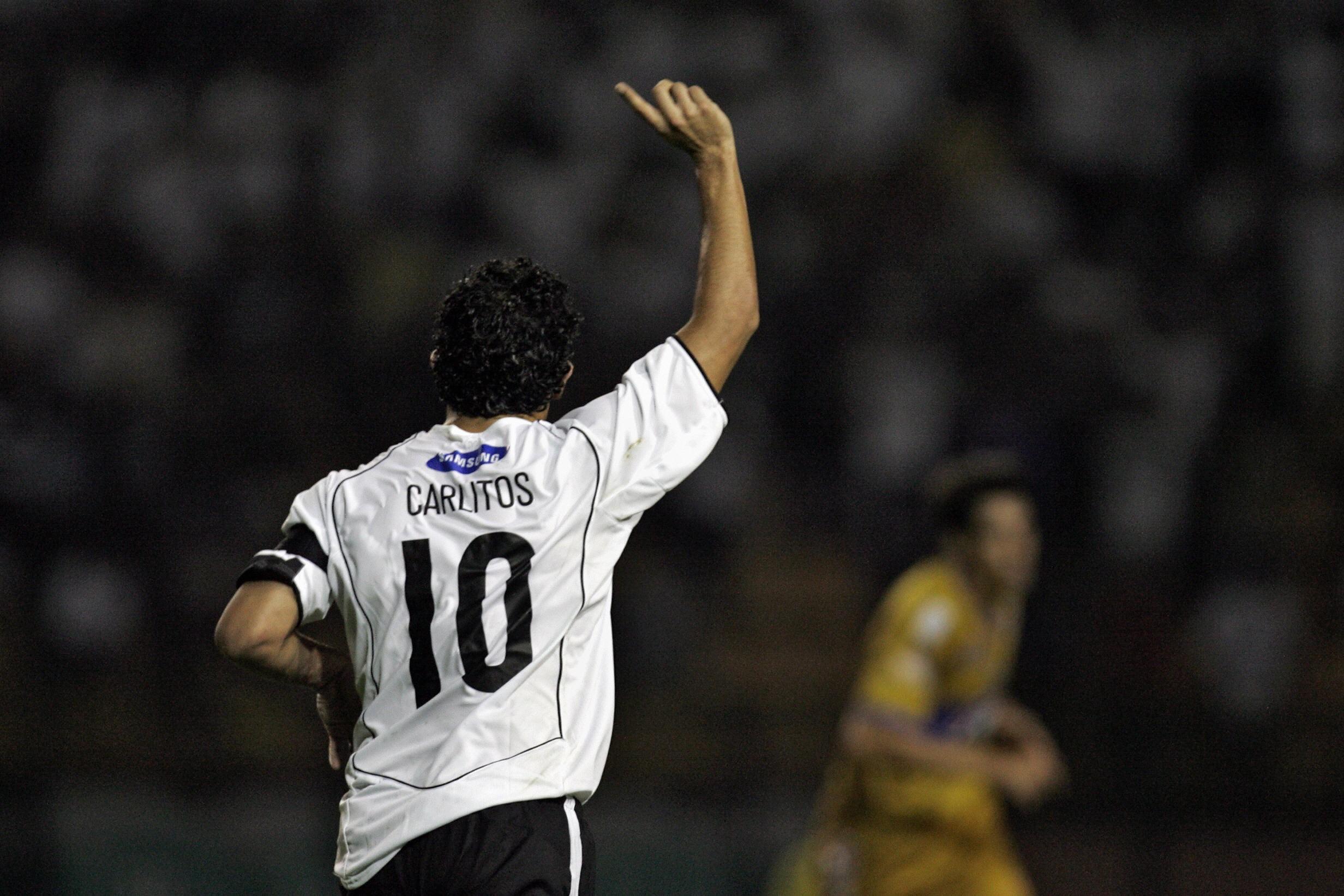 Argentinas-Carlos-Tevez-of-Brazils-Co-1568249428.jpg