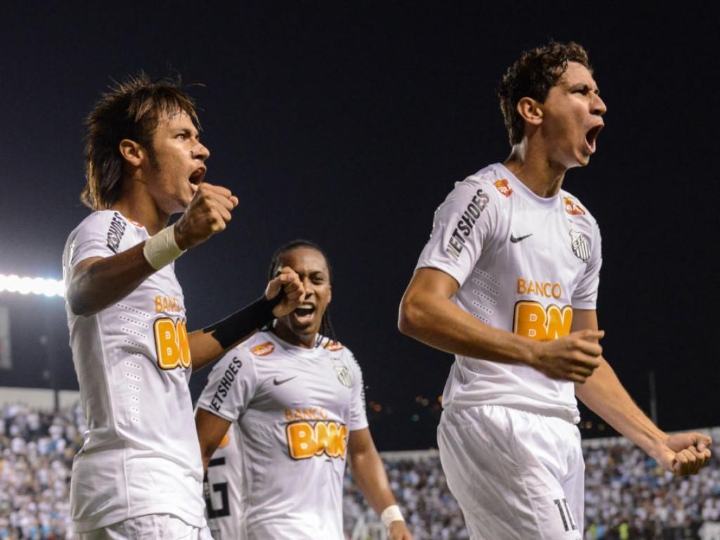 Brazils-Santos-player-Neymar-L-celebr-1583349472.jpg