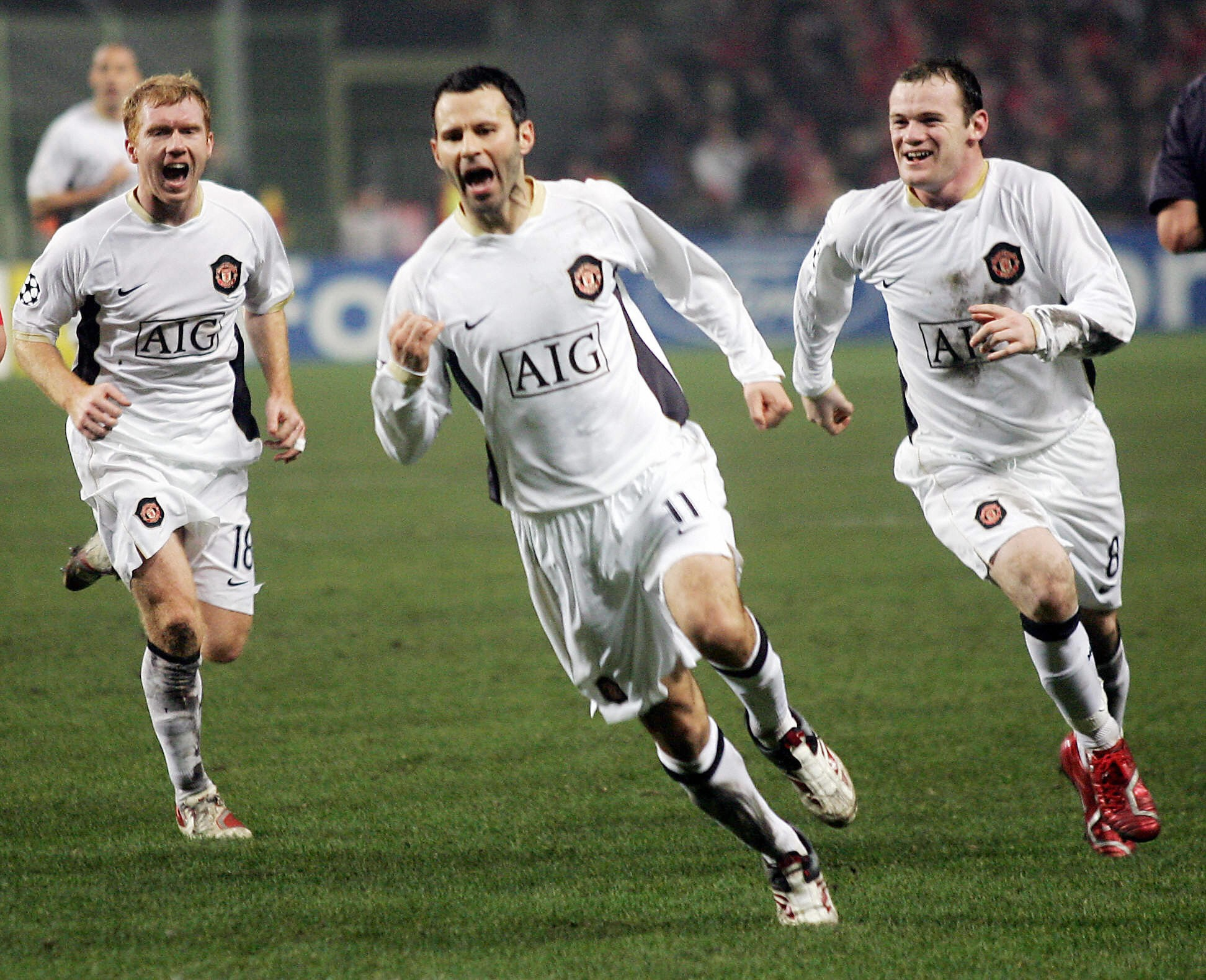 Manchesters-Brotish-forward-Ryan-Giggs-1549879638.jpg