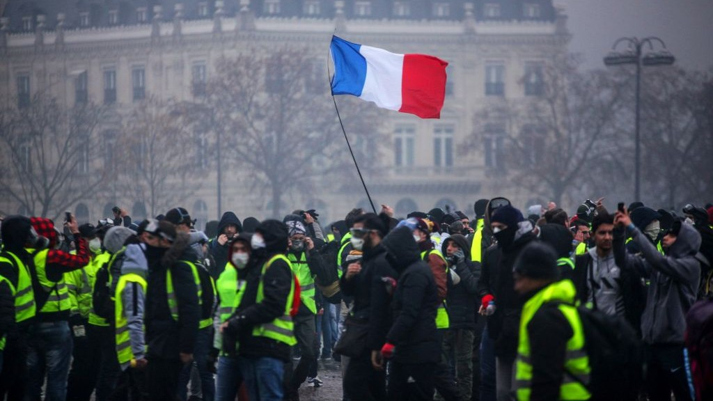 TOPSHOT-FRANCE-SOCIAL-POLITICS-DEMO-FUEL-1544099143.jpg